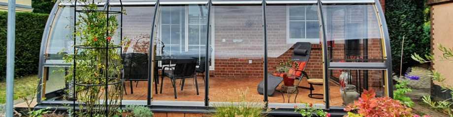 verglaste Terrasse pool nebel außenkamin leseecke